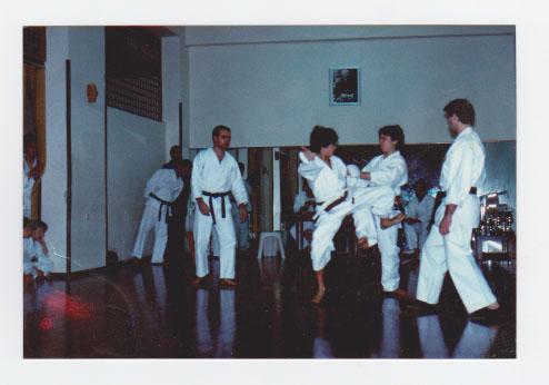 TROFEO ALTAIR   12/2/1989  1°CLASSIFICATO KUMITE' CINTURE MARRONI/NERE  nella foto Valdesi (SX) Pezzino (DX) Karate Palermo